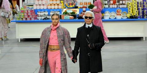 Hat, Street fashion, Fashion, Temple, Trade, Sun hat, Fashion design, Retail, Costume design, Selling,