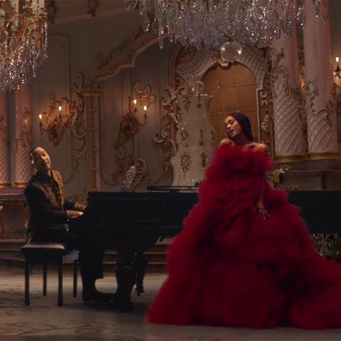 Ariana Grande Protagoniza El Videoclip Más Fantástico De La