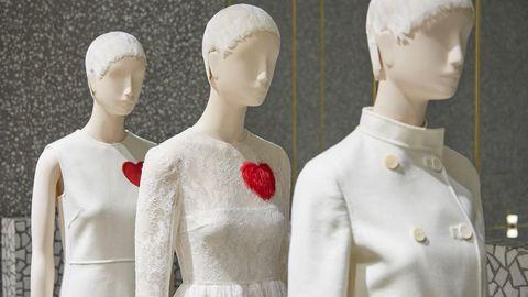 Joint, Collar, Jaw, Mannequin, Fashion, Neck, Blazer, Fashion design, Button, Embellishment,