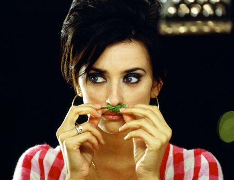 Finger, Lip, Eyebrow, Eyelash, Hand, Nail, Eye shadow, Black hair, Eye liner, Cosmetics,