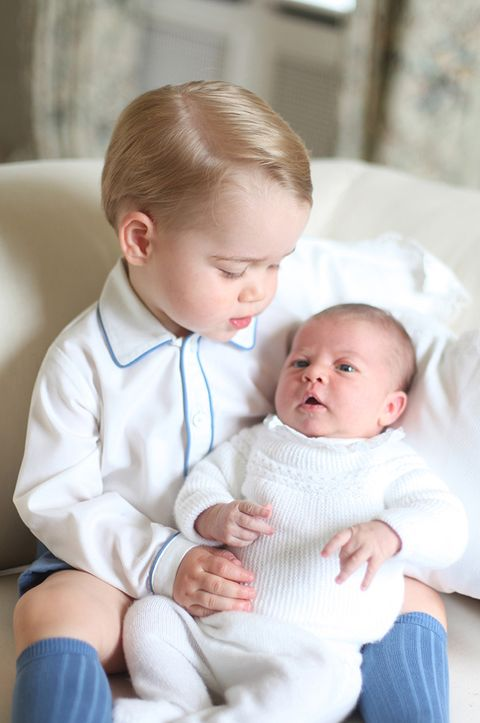Nose, Ear, Cheek, Finger, Skin, Eye, Comfort, Child, Hand, Sitting,