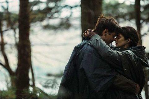 Jacket, Interaction, Romance, Honeymoon, Love, Conversation, Scene, Hug, Windbreaker,