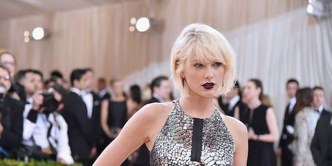 Dress, Style, Jewellery, Fashion, Bangs, Beauty, Premiere, Fashion model, Carpet, Blond,