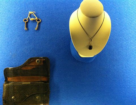 Jewellery, Necklace, Costume accessory, Metal, Natural material, Body jewelry, Everyday carry, Chain, Leather, Gold,