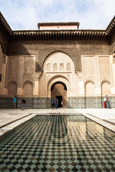 Architecture, Tile, Arch, Arcade, Courtyard, Symmetry, Tile flooring, Classical architecture, Historic site, Cobblestone,
