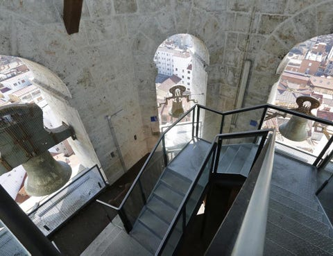 Stairs, Arch, Handrail, Tourist attraction, Historic site, Steel,