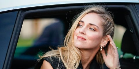 Hair, Face, Blond, Vehicle door, Beauty, Automotive design, Hairstyle, Lip, Brown hair, Vehicle,