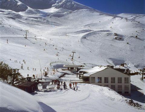 Snow, Winter, Mountain, Mountainous landforms, Mountain range, Geological phenomenon, Alps, Piste, Hill station, Slope,