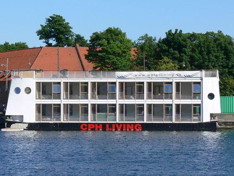 Water transportation, Waterway, Boat, Property, Motor ship, Transport, Vehicle, Boathouse, Restaurant, Watercraft,