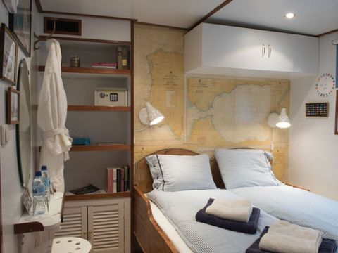 Room, Lighting, Interior design, Wall, Bed, Textile, Linens, Bedding, Furniture, Ceiling,