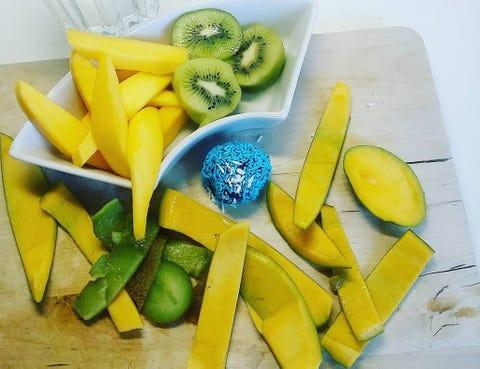 Yellow, Food, Dishware, Tableware, Produce, Serveware, Plate, Kitchen utensil, Vegetable, Natural foods,
