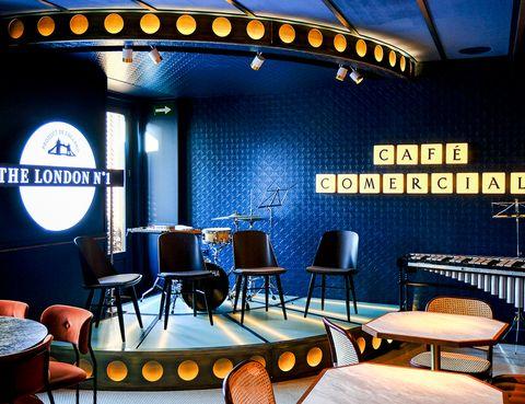 Building, Restaurant, Fast food restaurant, Room, Interior design, Coffeehouse, Table, Bar, Leisure, Diner,