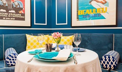 Tablecloth, Blue, Room, Textile, Furniture, Table, Glass, Linens, Interior design, Stemware,