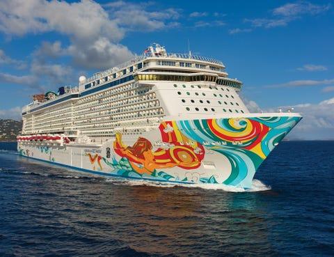 Mode of transport, Cruise ship, Liquid, Passenger ship, Transport, Water, Watercraft, Boat, Waterway, Fluid,
