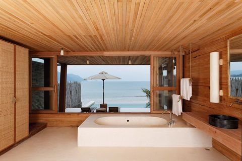 Wood, Plumbing fixture, Interior design, Room, Property, Floor, Architecture, Bathtub, Flooring, Real estate,