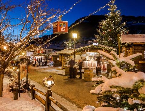 Lighting, Winter, Christmas decoration, Snow, Holiday, Electricity, Christmas lights, Christmas, Midnight, Christmas eve,