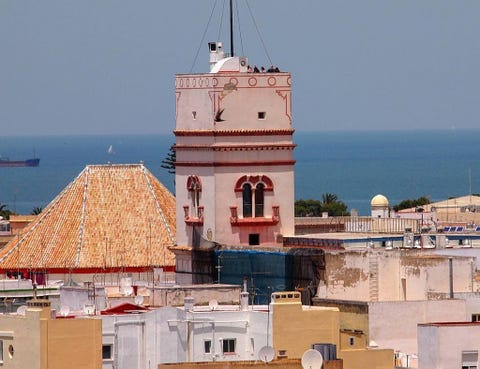 Roof, Watercraft, Finial, Dome, Sea, Holy places, Place of worship, Water transportation, Historic site, Boat,