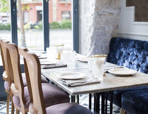 Table, Serveware, Furniture, Dishware, Drinkware, Linens, Home accessories, Porcelain, Living room, Restaurant,