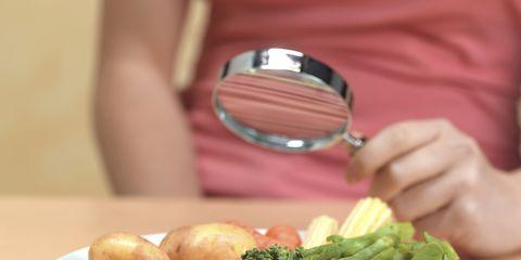 Food, Dishware, Ingredient, Produce, Leaf vegetable, Tableware, Serveware, Plate, Table, Vegetable,