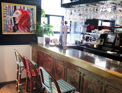 Interior design, Picture frame, Countertop, Houseplant, Restaurant, Barware, Kitchen, Kitchen & dining room table, Flowerpot,