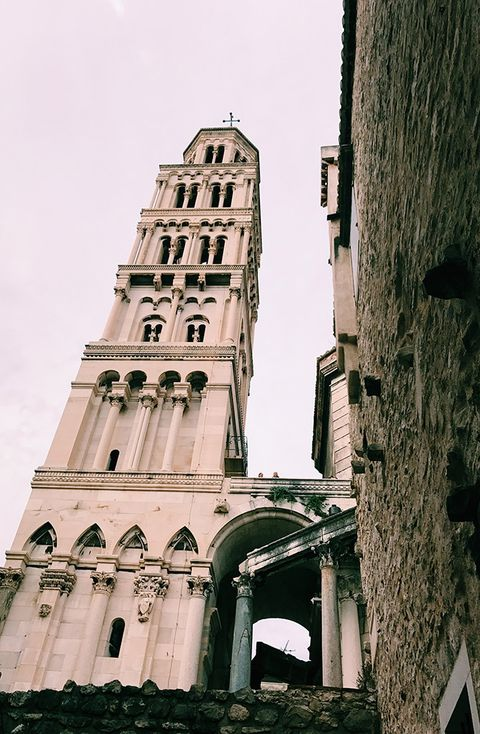 Architecture, Landmark, Building, Tower, Town, Medieval architecture, Wall, Church, Facade, Arch,