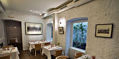 Lighting, Tablecloth, Interior design, Room, Furniture, Table, Ceiling, Restaurant, Wall, Interior design,