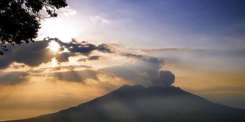 Sky, Cloud, Mountainous landforms, Landscape, Horizon, Dusk, Afterglow, Highland, Hill, Evening,