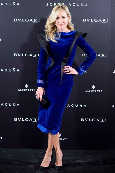 Sleeve, Human body, Joint, Style, Formal wear, Dress, Electric blue, Fashion, One-piece garment, Fashion model,