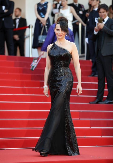 Red carpet, Dress, Carpet, Clothing, Gown, Red, Flooring, Fashion, Haute couture, Premiere,