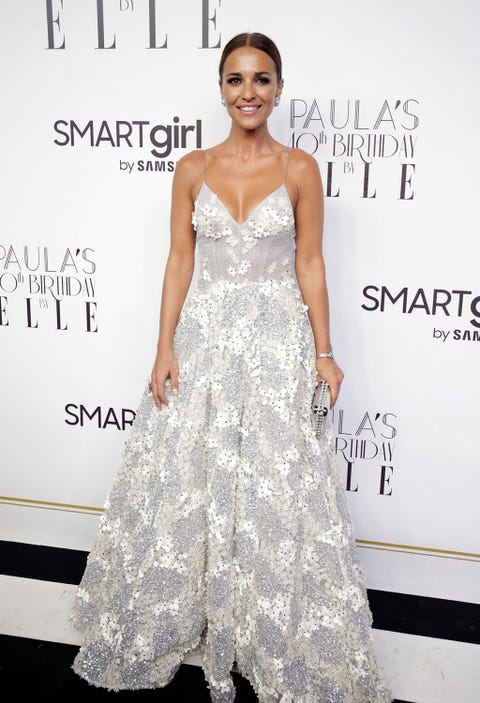 Dress, Fashion model, Clothing, Gown, Shoulder, Hairstyle, Fashion, Haute couture, Waist, Carpet,