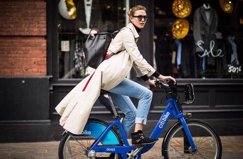 Wheel, Goggles, Bicycle wheel rim, Bicycle, Bicycle tire, Shoe, Bicycle frame, Bicycle wheel, Bag, Outerwear,