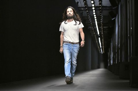 Clothing, Leg, Denim, Trousers, Jeans, Textile, Shirt, Standing, Style, T-shirt,