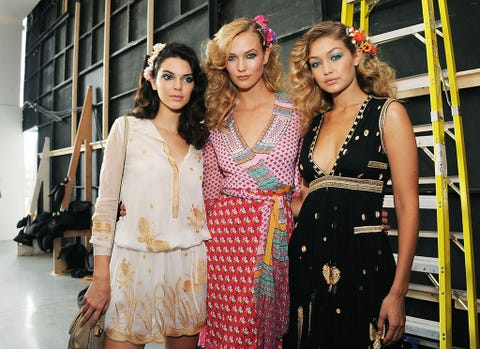 Dress, Style, One-piece garment, Fashion accessory, Fashion, Day dress, Necklace, Street fashion, Youth, Jewellery,