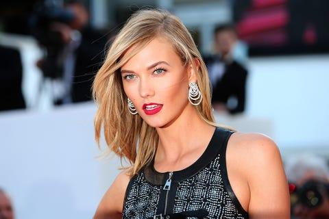 Earrings, Lip, Hairstyle, Eyelash, Sleeveless shirt, Jewellery, Eye liner, Eye shadow, Active tank, Model,