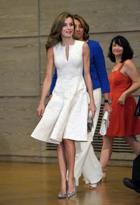 Fashion model, Clothing, Fashion, Dress, Shoulder, Fashion show, Fashion design, Event, Leg, Cocktail dress,