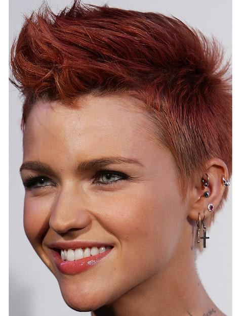 Hair, Nose, Ear, Smile, Lip, Mouth, Cheek, Earrings, Brown, Hairstyle,
