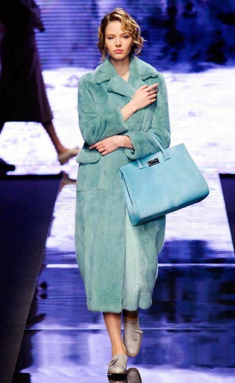 Sleeve, Shoulder, Outerwear, Bag, Style, Street fashion, Luggage and bags, Fashion, Shoulder bag, Fashion model,