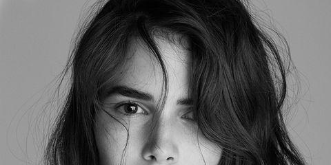 Lip, Hairstyle, Eyebrow, Eyelash, Style, Jaw, Step cutting, Monochrome, Black-and-white, Monochrome photography,