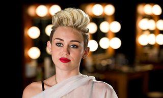 10 razones para amarte, Miley Cyrus