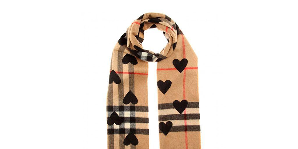 La buena compra: 25 bufandas que serán objeto de deseo