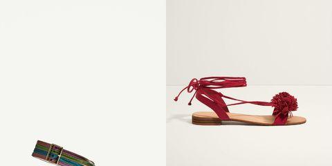b22d3afcb83  Adiós  a las botas y otros zapatos cerrados   hola  a la sandalia en todas  sus formas y presentaciones. Por fin. El calzado estrella de los meses de  calor ...