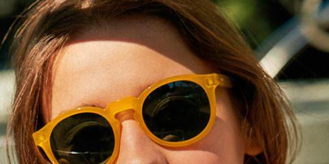ec0f3d69e1 Más allá de los clásicos de las gafas, como son Ray-Ban o Prada, hay vida  en lo que a gafas de sol se refiere. Todo comenzó con Hawkers -y sus  múltiples ...