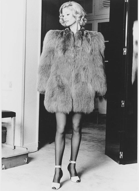 Clothing, Sleeve, Shoulder, Human leg, Joint, Standing, Monochrome, Style, Fur clothing, Knee,