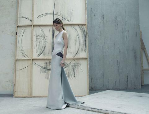 Shoulder, Dress, Textile, Floor, Style, Formal wear, One-piece garment, Waist, Gown, Street fashion,