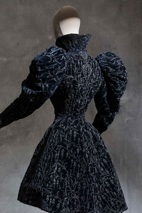 Sleeve, Costume design, Art, One-piece garment, Painting, Costume, Visual arts, Illustration, Fashion illustration, Fashion design,