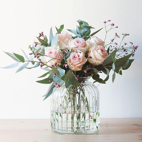 Petal, Bouquet, Flower, Cut flowers, Glass, Floristry, Flowering plant, Artifact, Centrepiece, Flower Arranging,