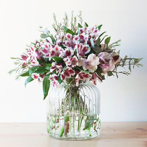 Petal, Bouquet, Flower, Cut flowers, Floristry, Artifact, Centrepiece, Flower Arranging, Interior design, Flowering plant,