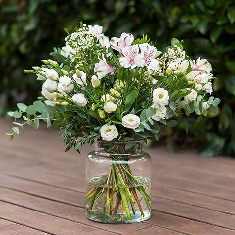 Petal, Flower, Bouquet, Flowering plant, Cut flowers, Floristry, Vase, Flower Arranging, Artifact, Floral design,