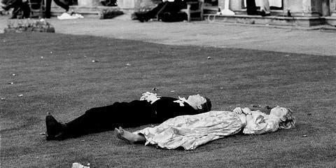 White, Black, Black-and-white, Monochrome, Monochrome photography, Sleep, Photography, Street, Nap, Tree,