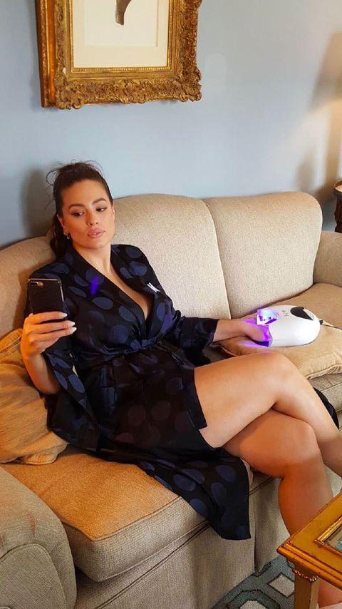 Comfort, Human body, Sitting, Hand, Interior design, Room, Amber, Couch, Orange, Beauty,